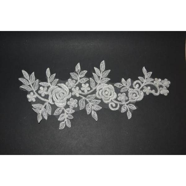 Çiçek Desenli Beyaz Güpür