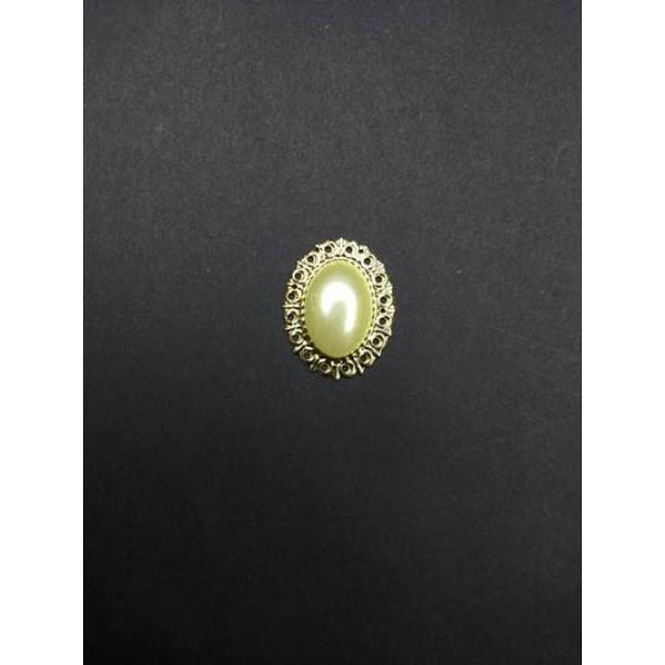 Krem Renk Taşlı Oval Broş