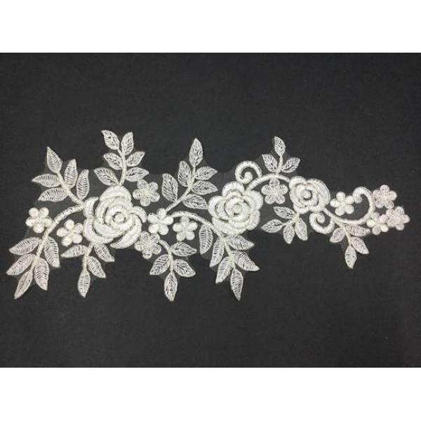 Beyaz Çiçek Desenli Güpür